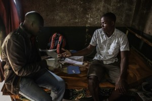 A sugar cane worker gets tested for HIV by a health worker working with Medecins Sans Frontieres in November 2014 on the outskirt of Eshowe in KwaZulu-Natal. Photo: AFP/GIANLUIGI GUERCIA