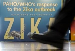 Une banderole sur l'épidémie de Zika lors de la cérémonie d'ouverture de l'AG de l'OMS en mai 2016. Photo AFP