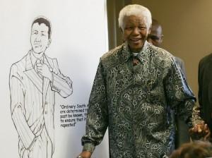 L'ancien président de l'ANC, Nelson Mandela, au siège de la fondation qui porte son son nom à Johannesburg, en juillet 2005. Photo AFP