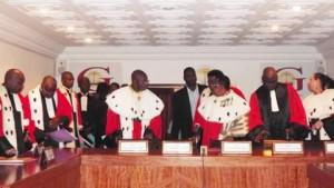 Les membres de la Cour constitutionnelle, une des plus hautes juridictions du Mali. Photo AFP