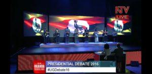 En Ouganda, le président Museveni a débattu avec ses opoosants, lors d'un débat télévisé. Capture d'écran NTV-YouTube.
