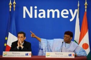 Les anciens chefs d'Etat français Nicolas Sarkozy (gauche) et nigérien Mamadou Tandja (droite)) ont tous bravé des décisions de justice. Photo AFP
