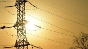 Une ligne haute tension de la Compagnie ivoirienne d'électricité (CIE) à Abidjan. Photo AFP.