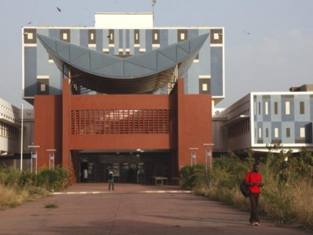 La bibliothèque de l'université Cheikh Anta Diop (UCAD) de Dakar. Photo AFP.